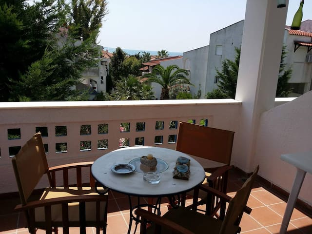 Charming apartment 2-mins walk from the beach