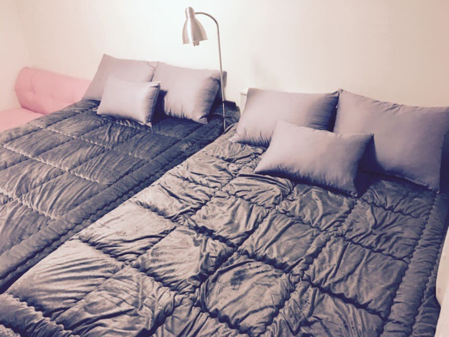 2 double beds with a stand