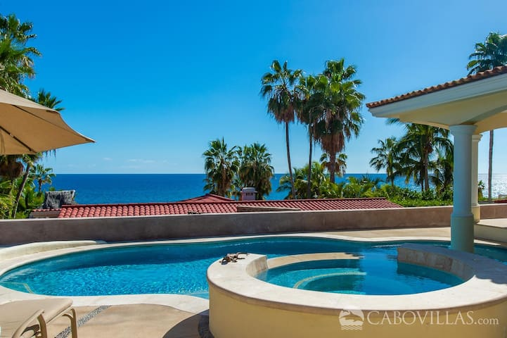 Walk to the Beach from This Inviting & Comfortable Villa