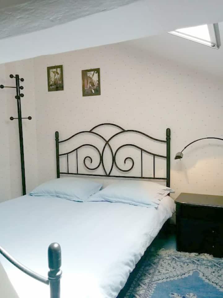 Chambre confortable avec petit déj'