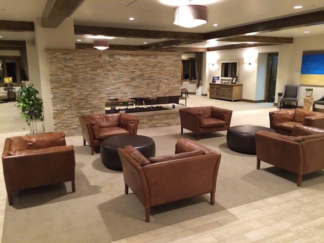 St James Pl. - Week 7 Prez Week  - Beaver Creek - Apartament