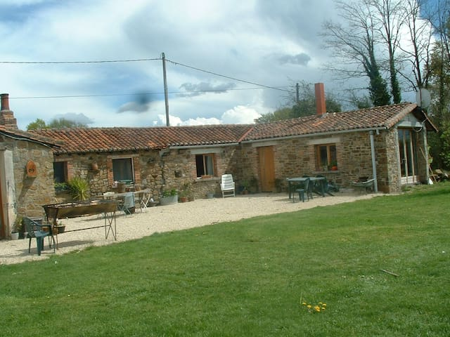 Beautiful Gîte in rural France - Gajoubert