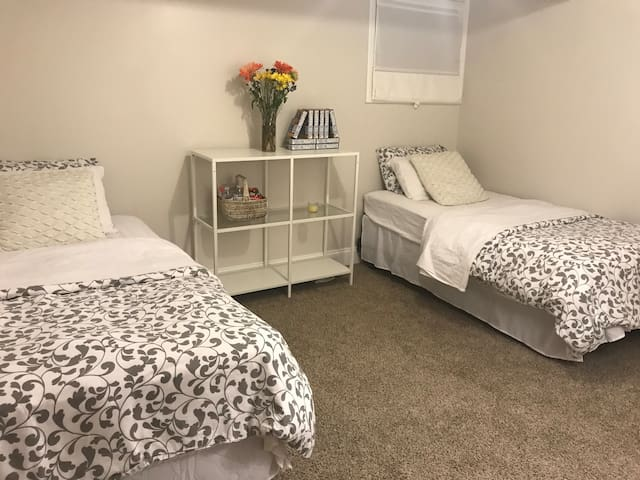 2 Beds FREE Parking + Private Bathroom Near Train