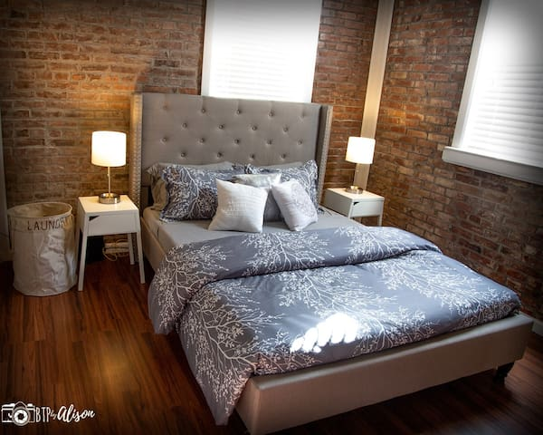 ★The Grand Getaway★ 1 BR - 3 Miles to Downtown STL