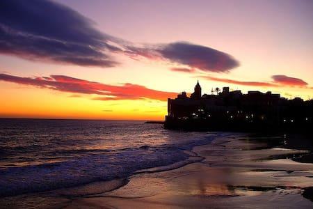 ON THE BEACH! BEAUTIFUL APARTMENT!!