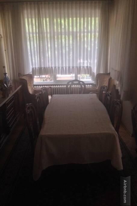 Salon dinner table
