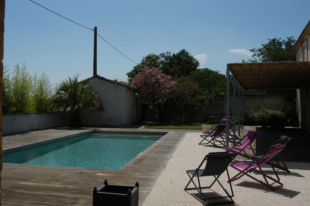 La piscine dans un espace intime et bien clos