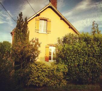 Jolie maison de village - Haus