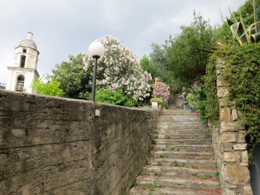 scalinata di accesso alla casa