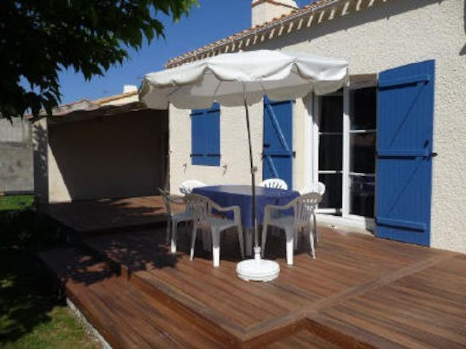 Terrasse de 40 m² avec salon de jardin