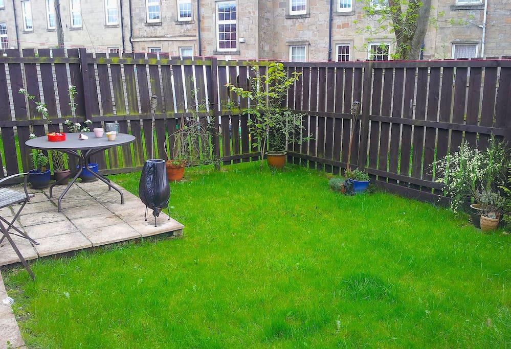 Garden, patio, bbq.