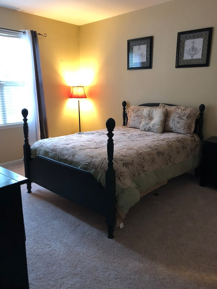 Cozy master suite in Ballantyne with private bath