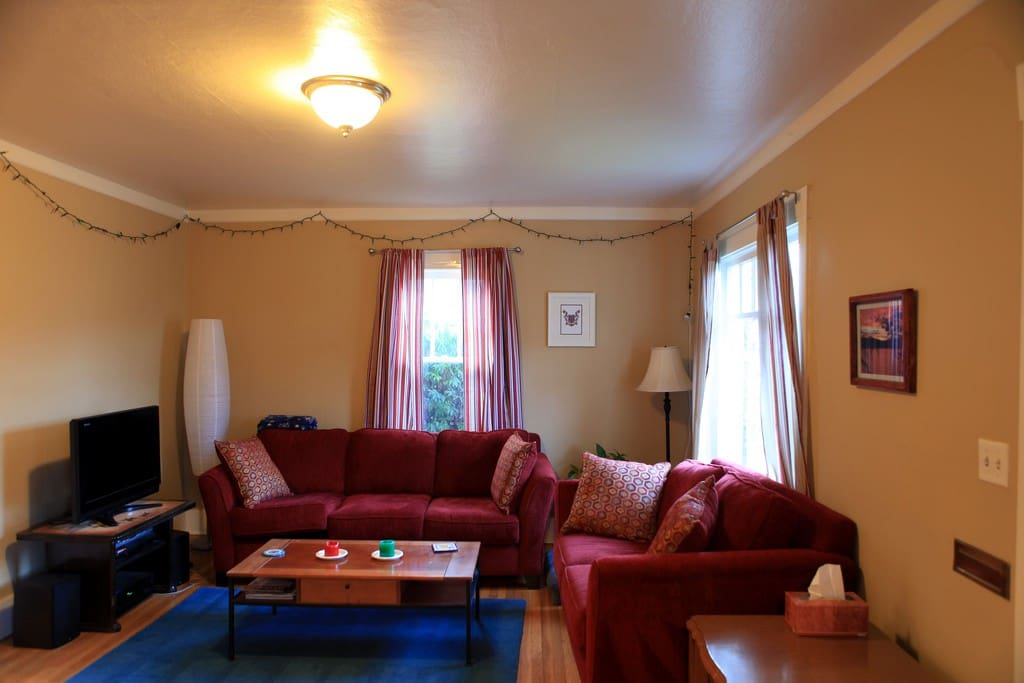 Friendly room in n portland walk to light rail bungalow for The family room portland