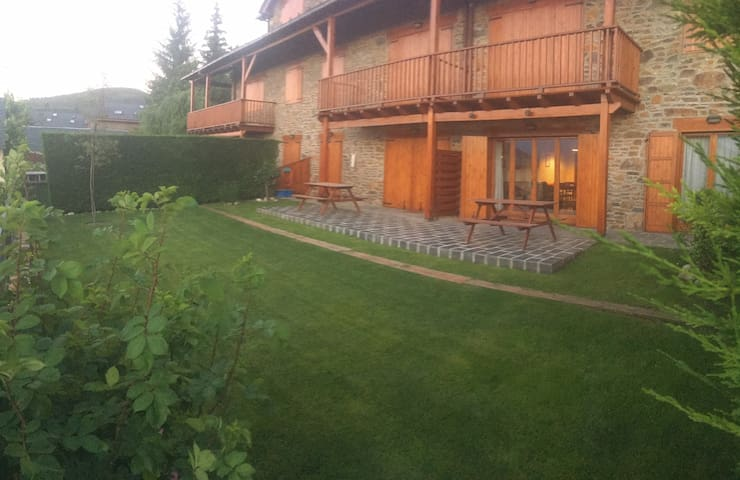 Apartment in Pirinees, Alp - Alp - Townhouse