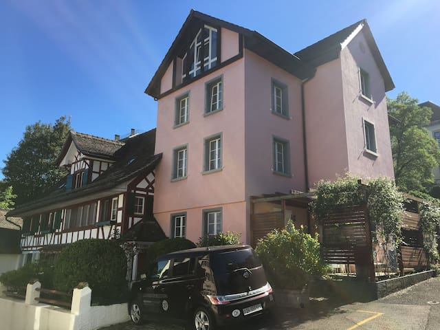 4 mins Thalwil station Parking Swiss history house