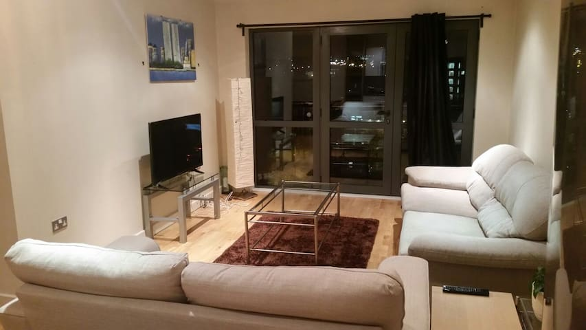 Large 2 bedroom Apt with parking, Gorgeous view - Liverpool - Appartamento