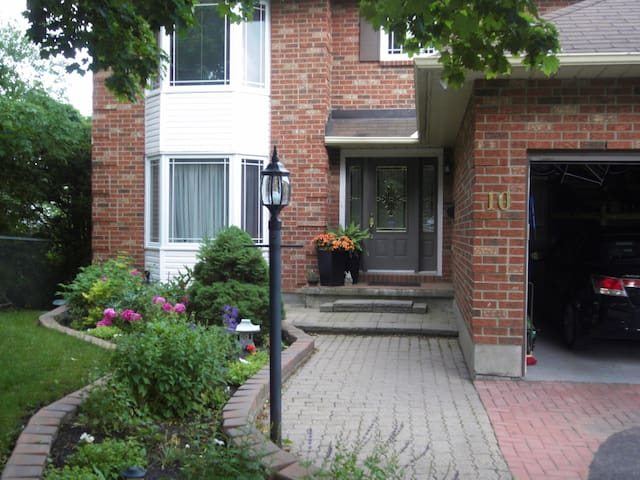 Private room in House - 20min to downtown Ottawa 1