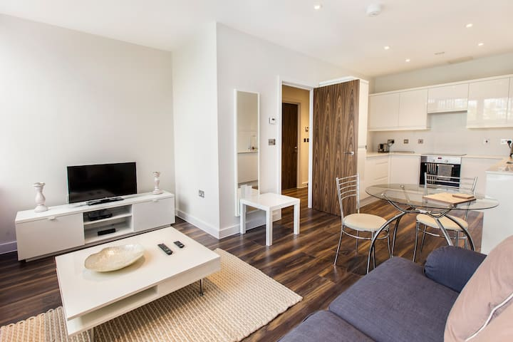 Modern 1 bedroom apartment in Central MK - Milton Keynes - Apartamento