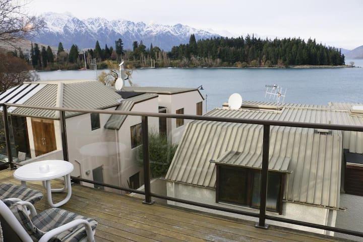 Stunning Threebedroom w/Lake and mountain view(LD)