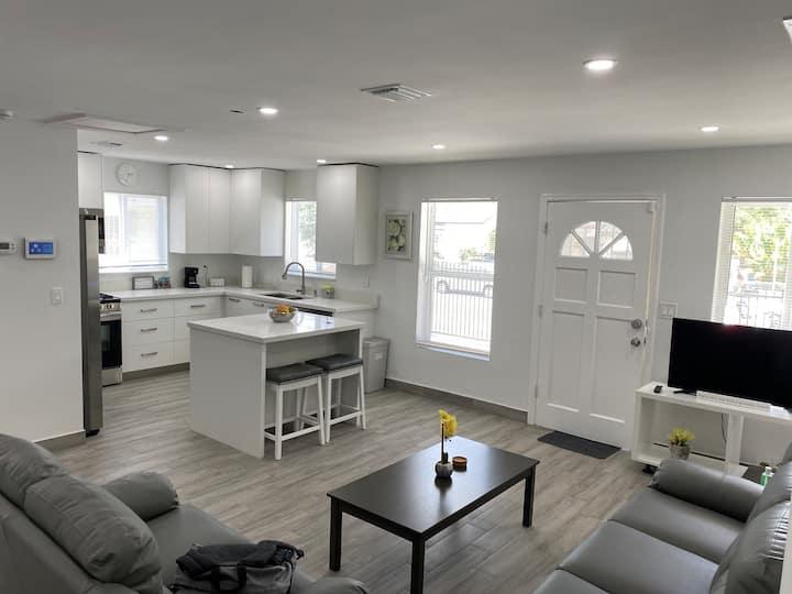 Buena Vista Oasis: Main house in a duplex!