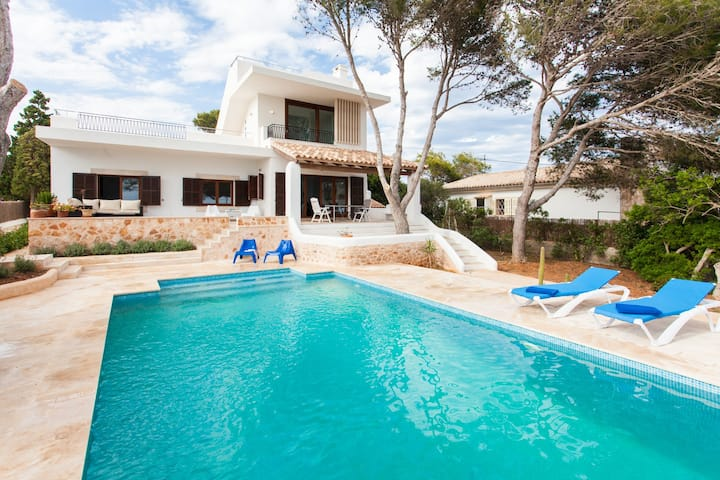 Villa Estrella. Exclusive Front Sea View with Pool
