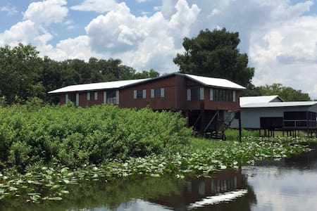 """Cutty Shack"" Waterfront Kissimmee River House 3/3"