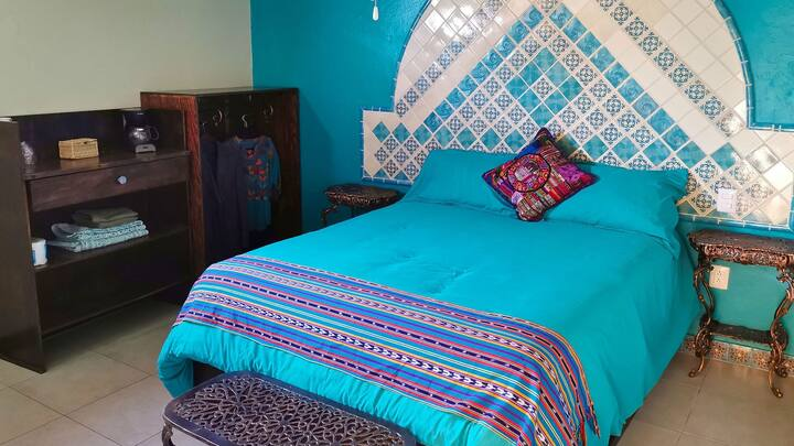 Queen size room, 3B, Casa de Colores