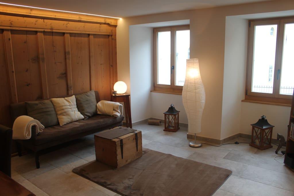 Le coin salon avec deux canapés