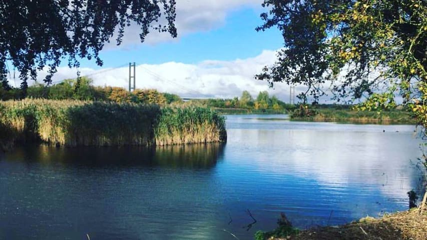 Stunning Lakeside Nature Retreat - Barton-upon-Humber - スイス式シャレー