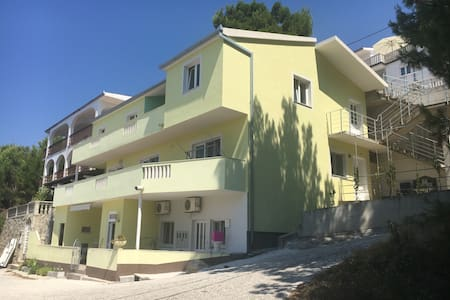 Apartment 4+2 60m2 - Lokva Rogoznica - 独立屋