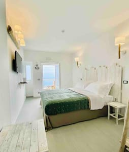 Boutique B&B with stunding sea view and patio