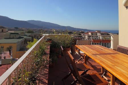 PENTHOUSE WITH MAGNIFICENT VIEWSclose trainstation
