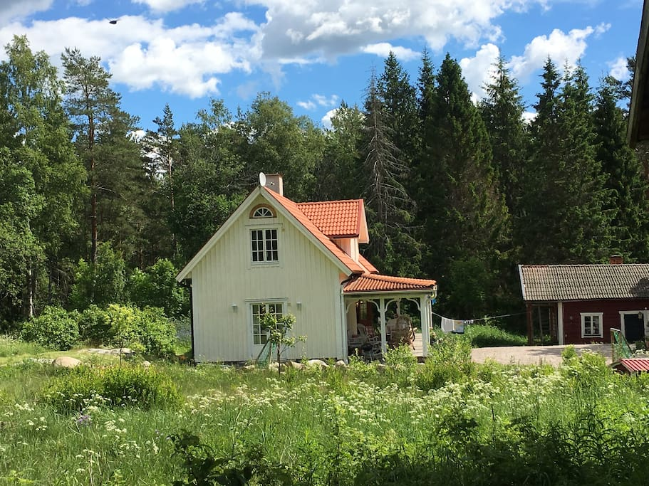 Huset från sidan / house from the side