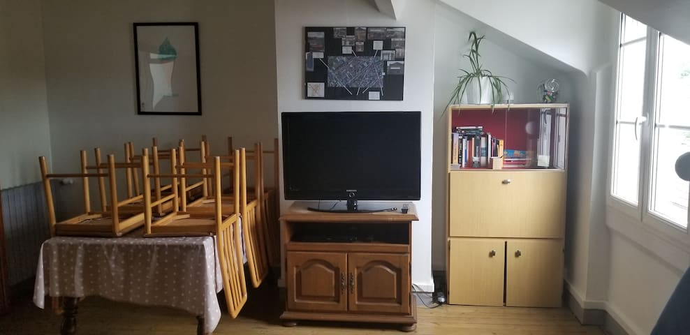 Appartement spacieux au 2 étage d'une  maison