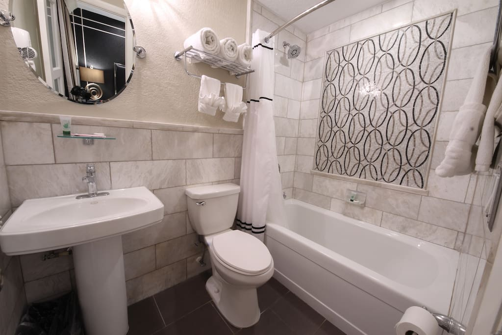 Upscale modern bathroom with shower / tub combination