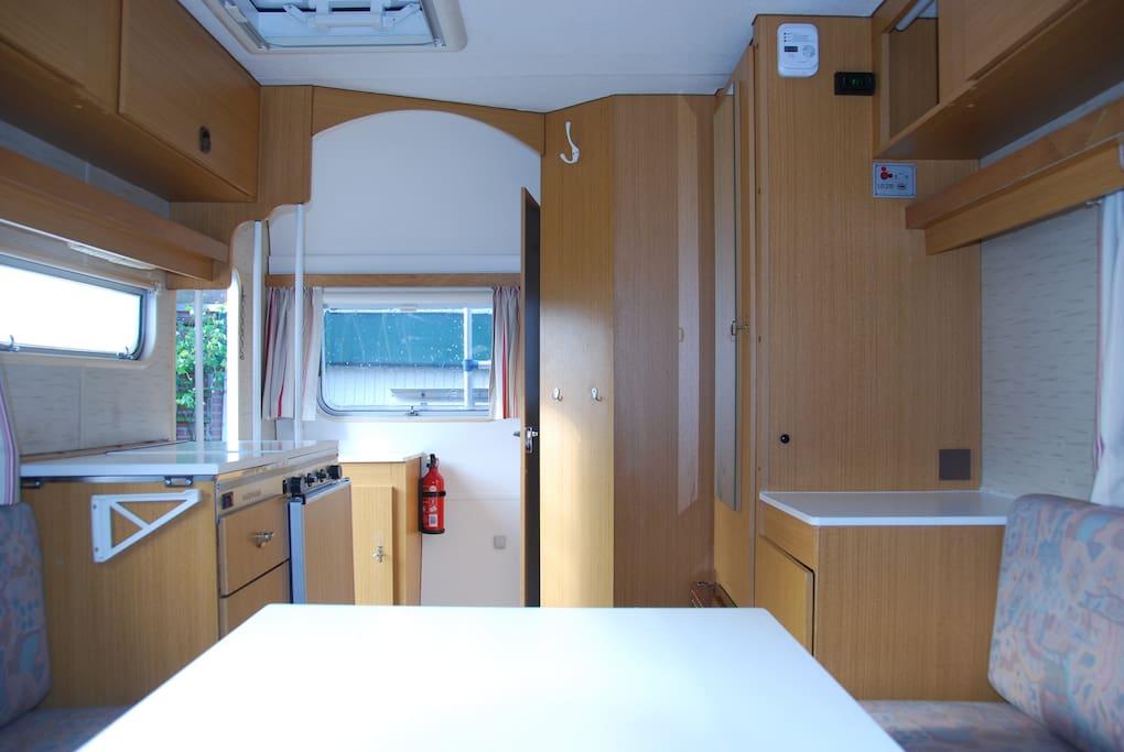 keuken, badkamer, kachel en veel kastruimte
