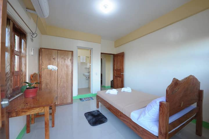 Hudhud Homestay: Balcony Room with Mt Iraya View