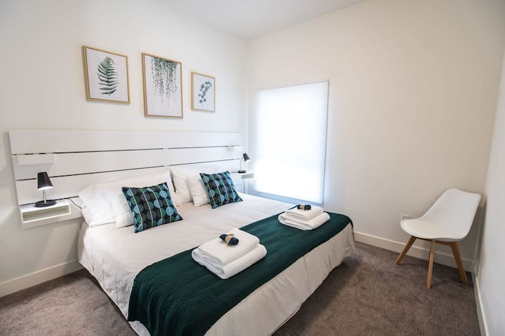 Top floor bedroom.    Default Bed Configuration:  King  *King bed can be split to provide two twin beds for sleeping.  Please request at time of booking
