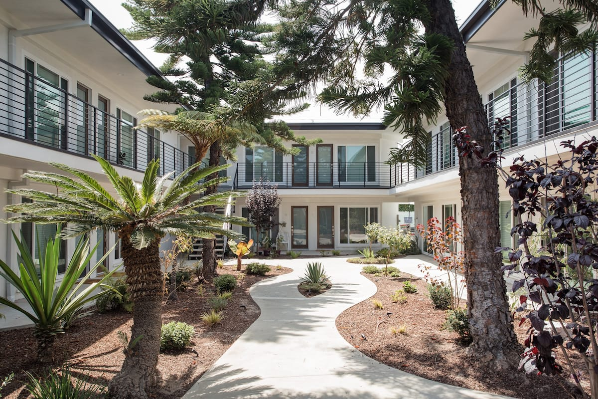 Airy Quiet Artbnb Design Oasis Minutes to LAX & Beaches