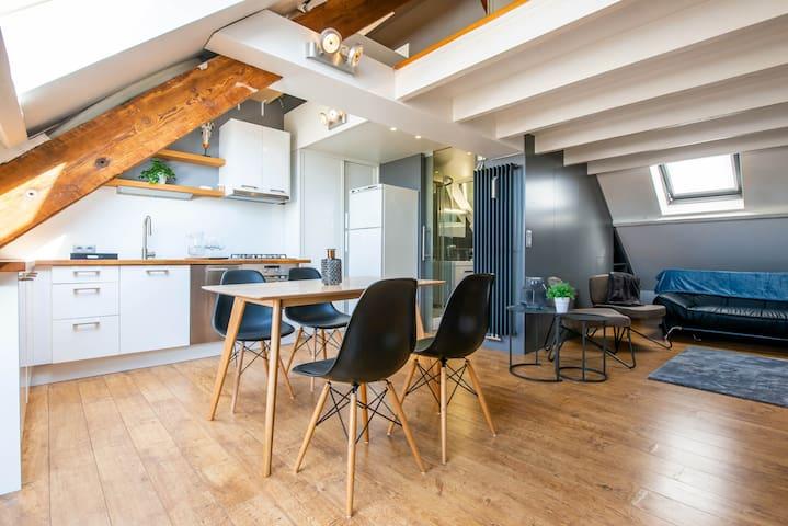 Airconditioned duplex studio