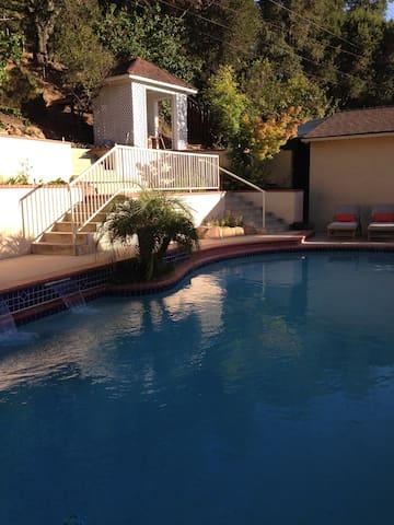 2 Bedrooms & 1 Bath ~ Comfy & Quiet, Ojai Valley - Ojai - Bed & Breakfast