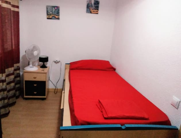 room in the center of Alicante