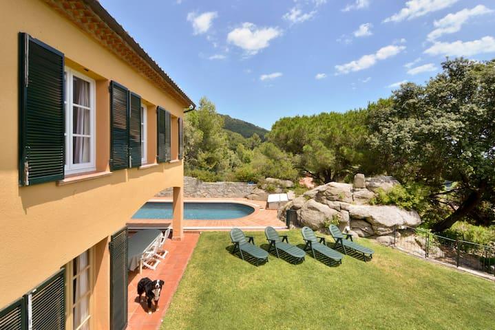 Casa con piscina y jardín privado  - Premià de Dalt - Huis