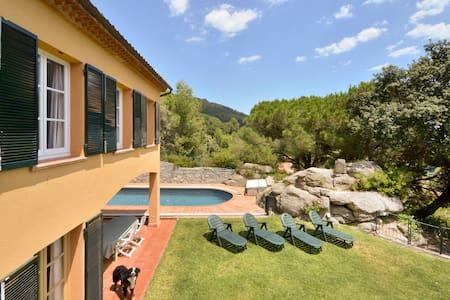 Casa con piscina y jardín privado  - Premià de Dalt - 一軒家
