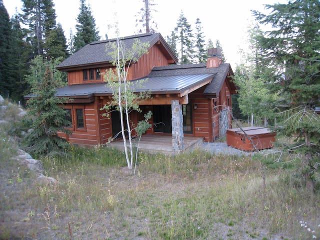 2-Bdr slope side cottage 85 - Donnelly - Cabaña