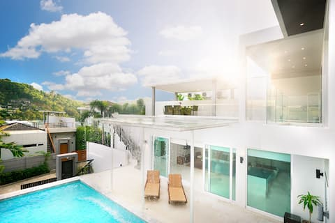 3 Bedroom luxury Villa with pool and mountainview