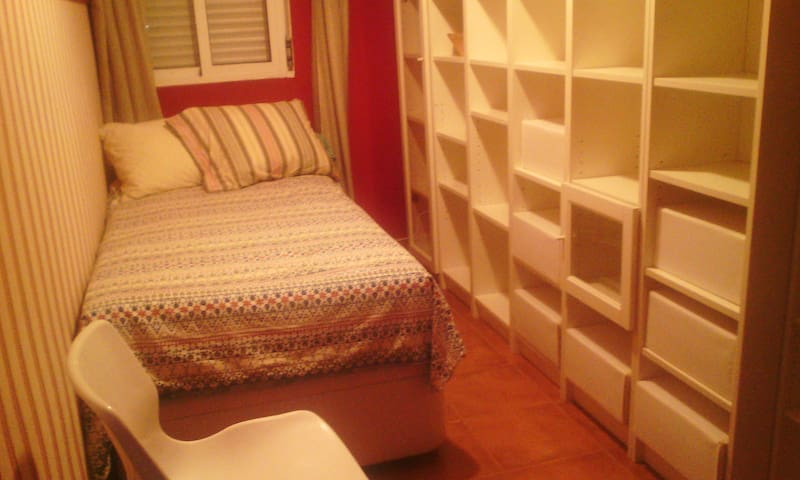 Acogedora habitación en zona Macarena