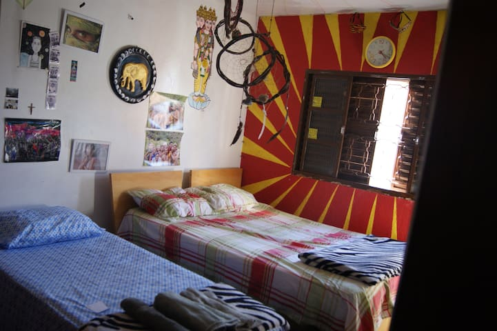 Room for three people in Brasília - Guará - House