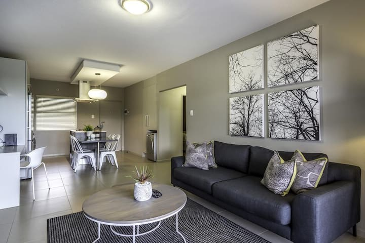 CAG The Hub - Spacious, Modern Two Bed Apartment in Bryanston