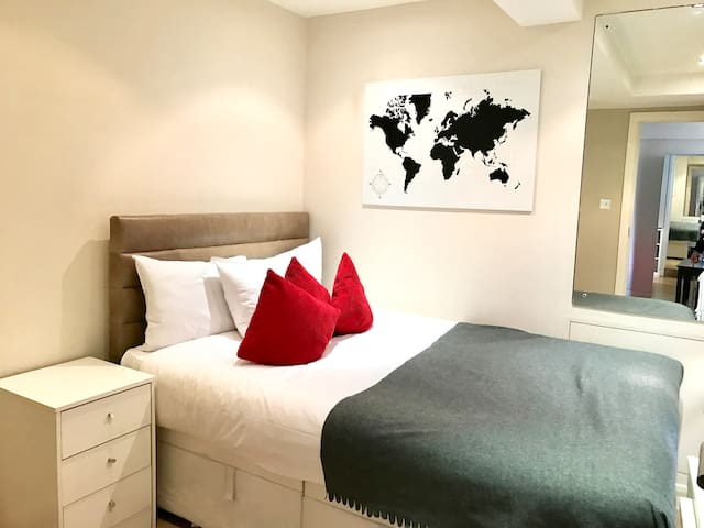 Apartment Sleeps 4 Nell Gwynn House